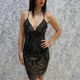 Дамска рокля с ефектен гръб