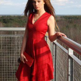 Дамска рокля Стол в червено