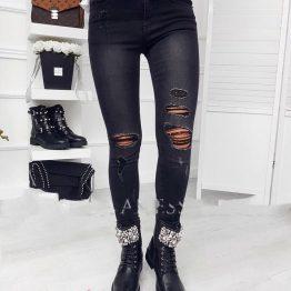 Черни дамски дънки със скъсан ефект