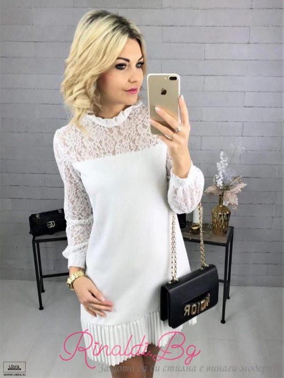 Дамска рокля с дантелени елементи