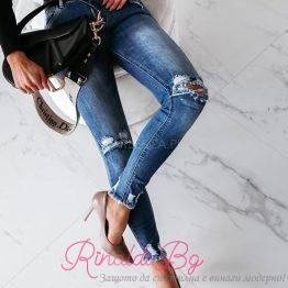 Дамски дънки с прокъсан ефект на колената