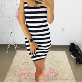 Дамска раирана черно-бяла рокля
