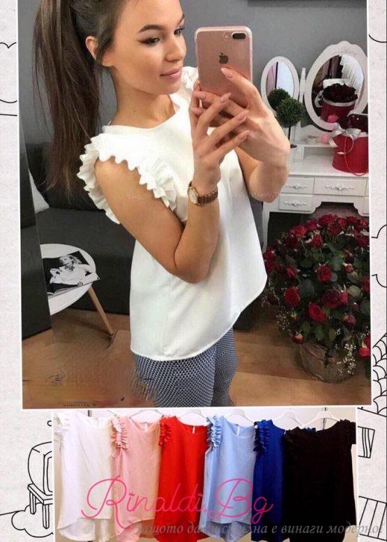 Дамска блуза с къдрички около ръкавите