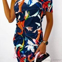 Дамска рокля с флорални мотиви