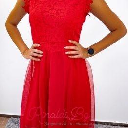 Дантелена дамска рокля с тюл