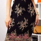Дамска пола с дантела