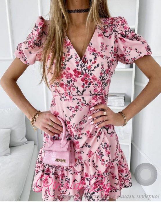 Дамски рокли с цветя и V-образно деколте